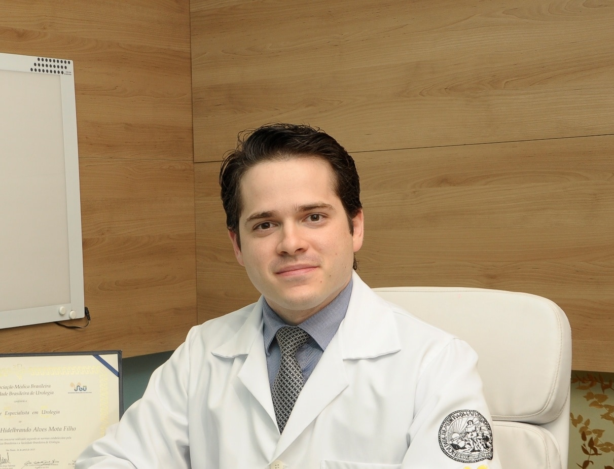 Dr. Hidelbrando Mota Filho sorrindo